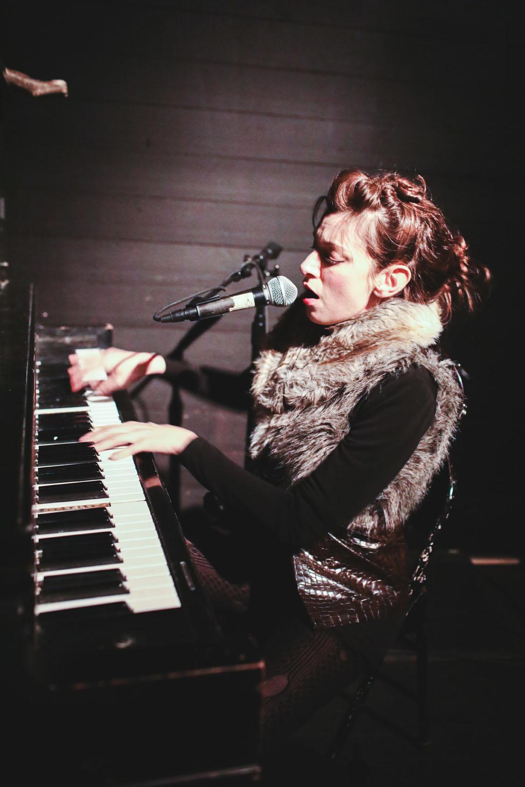 Laura aka Ludic, on piano
